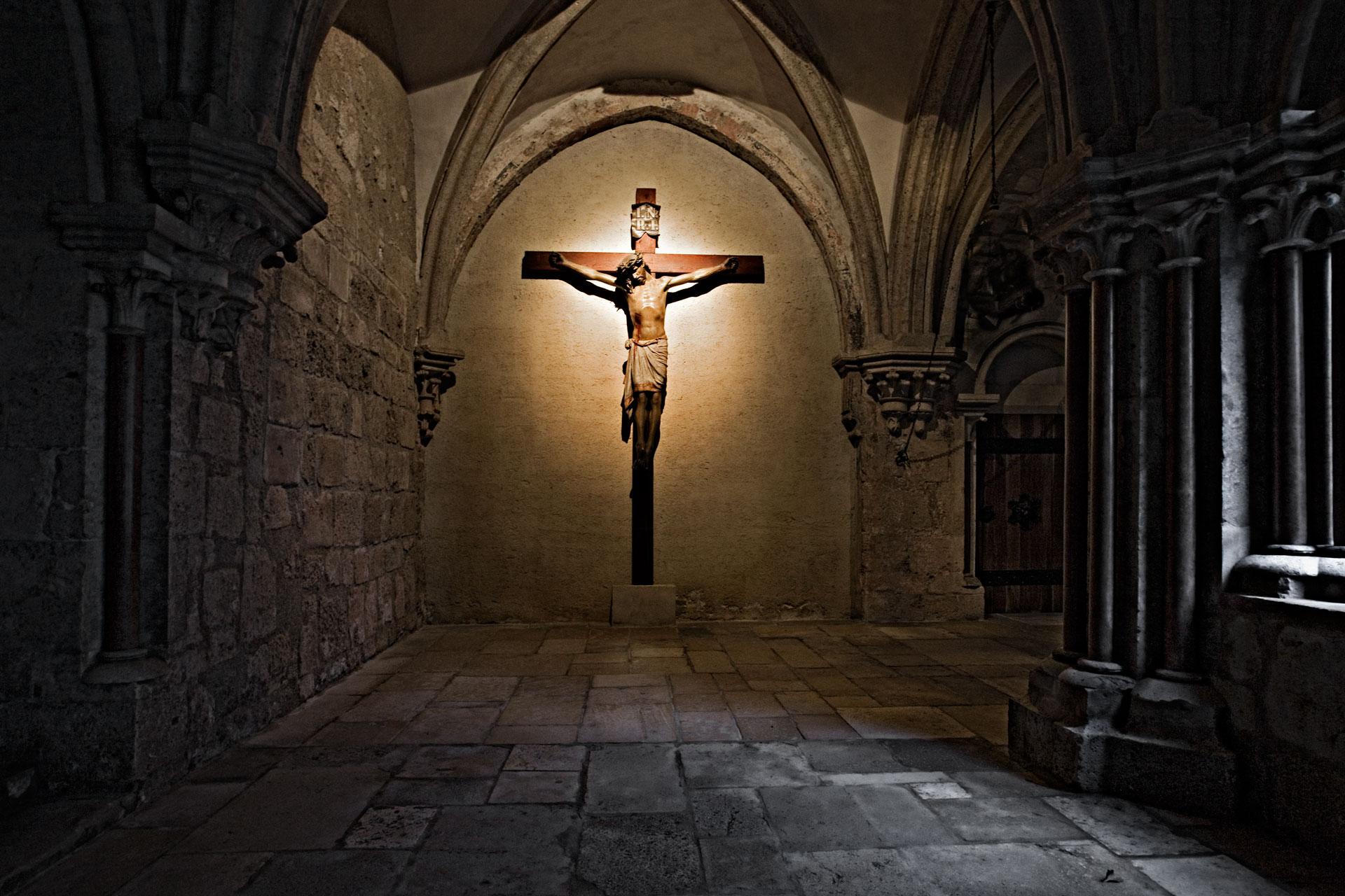 Kreuzgang mit Büßerkreuz